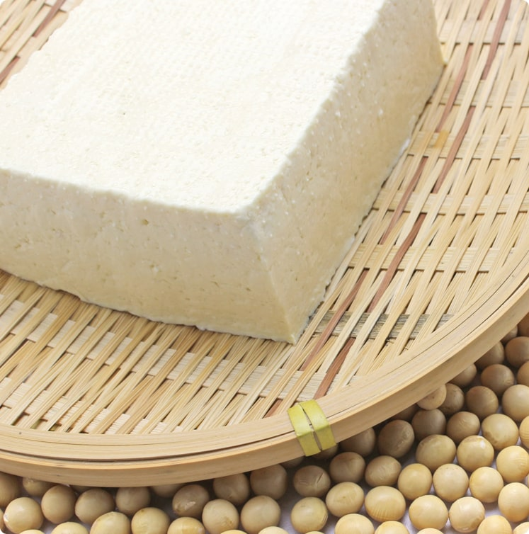 極力農薬に頼らず、手間暇かけて栽培された大豆