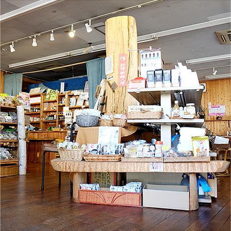 同じ思いのメーカーや生産者やお店とコラボしての販売会や、商品をより詳しく知っていただき、有効に使っていただくための勉強会や料理教室を開催しています。